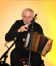 Máirtín O'Connor performing at Éigse an Spidéil