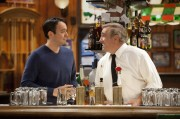 Steve Byrne as Steve Sullivan and Dan Lauria as Jack Sullivan.Sullivan & Son 1, ep. 1