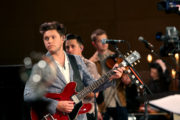 Niall Horan with guitar